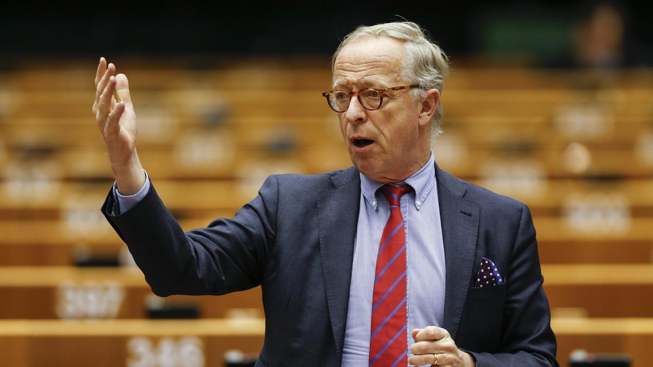 Moderaternas Gunnar Hökmark debatterar i EU-parlamentet. Arkivbild.