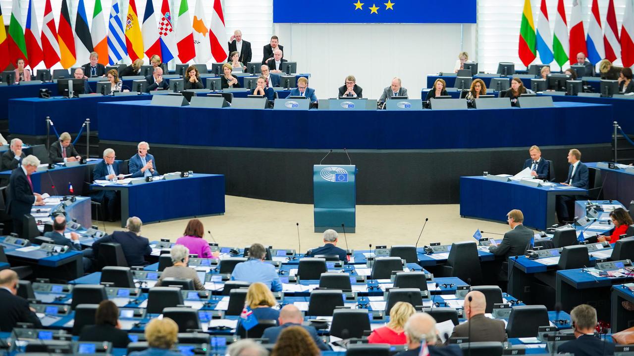 EU-kommissionens ordförande Jean-Claude Juncker debatterade på tisdagen för 105:e gången i EU-parlamentet.