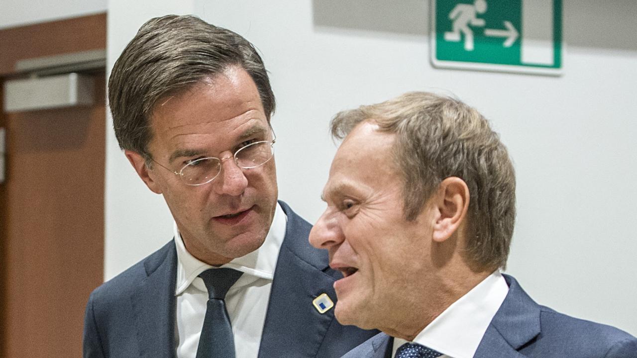 Nederländernas premiärminister Mark Rutte i samspråk med Europeiska rådets ordförande Donald Tusk. Arkivbild.