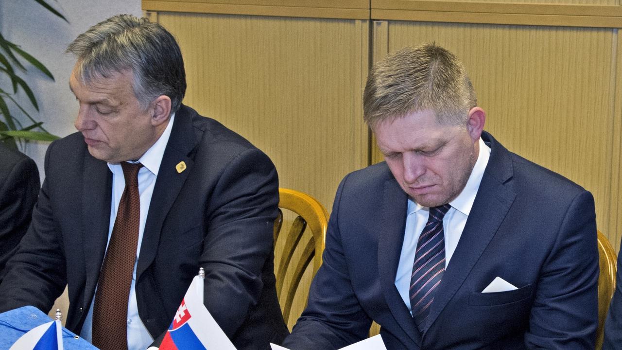 Ungerns premiärminister Viktor Orbán och Slovakiens premiärminister Robert Fico. Arkivbild.