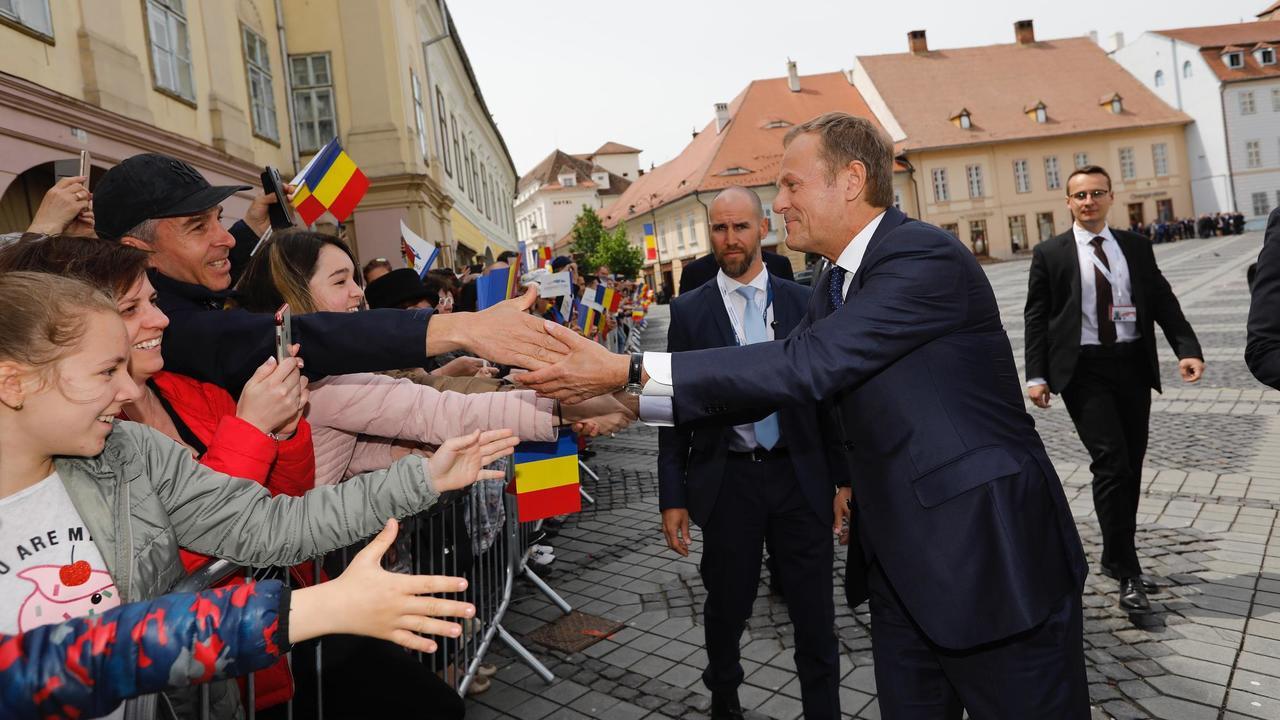 Europeiska rådets ordförande Donald Tusk var en av de europeiska ledare som var populär bland folkmassorna i rumänska Sibiu på torsdagen.