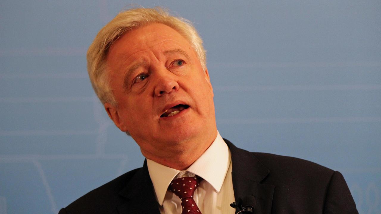 Storbritanniens brexitförhandlare David Davis hoppas EU vill ha en tillfällig tullunion efter brexit. Arkivbild.