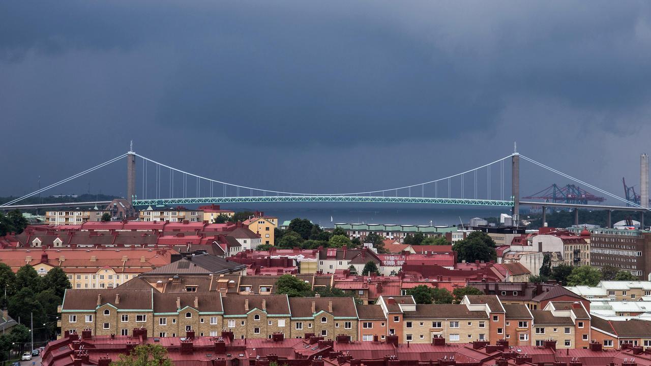 Älvsborgsbron vid inloppet till Göteborgs inre hamn och Eriksberg, som inte syns i bilden, där EU-toppmötet snart ska hållas. Bilden är något beskuren.