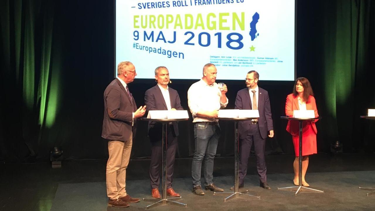 Debatt med Gunnar Hökmark (M), Jan Björklund (L), Jonas Sjöstedt (V), Max Andersson (MP) och Ann Linde (S). Debattledare Johan Bendjelloul.