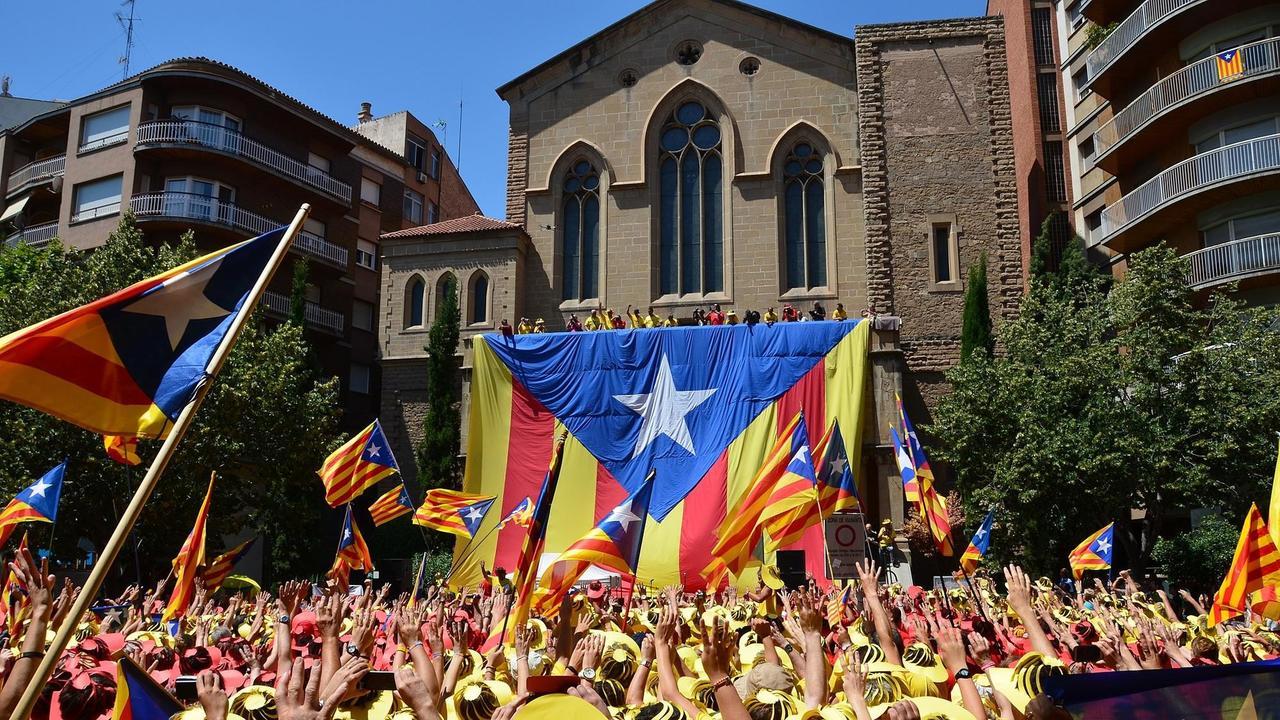 Katalonien kan förlora självstyre efter kommande regeringsbeslut.