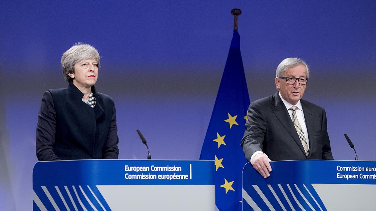 Storbritanniens premiärminister Theresa May och EU-kommissionens ordförande Jean-Claude Juncker efter måndagens möte i Bryssel.