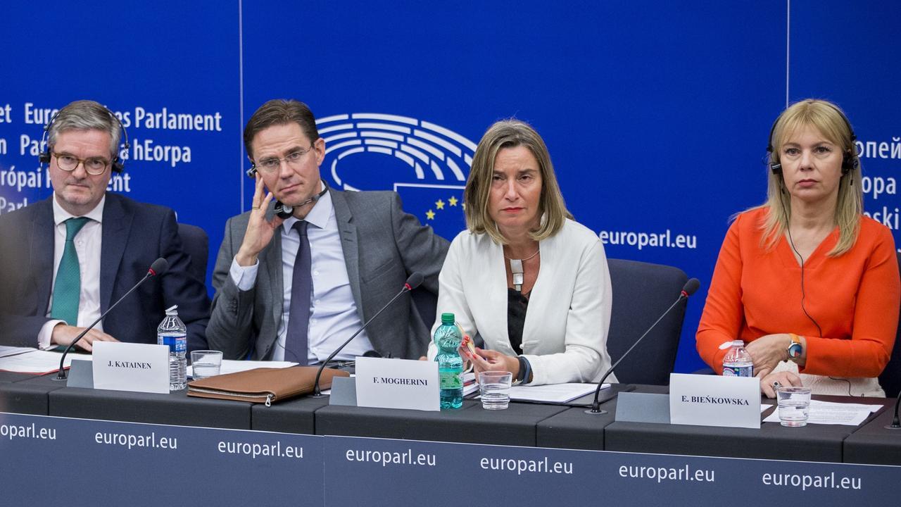 EU-kommissionärer Julian King, Jyrki Katainen, Federica Mogherini och Elżbieta Bieńkowska.