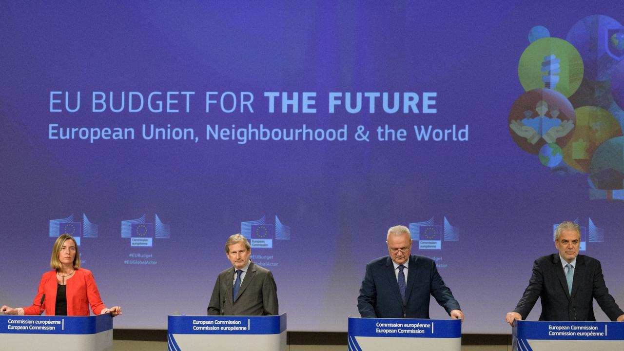 EU-kommissionärer med ansvar för olika utrikespolitiska frågor Federica Mogherini, Johannes Hahn, Neven Mimica och Christos Stylianides.