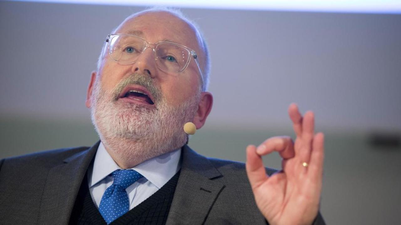 Kommissionär Frans Timmermans anser att EU-länderna inte längre kan skjuta på den kontroversiella asylfrågan.