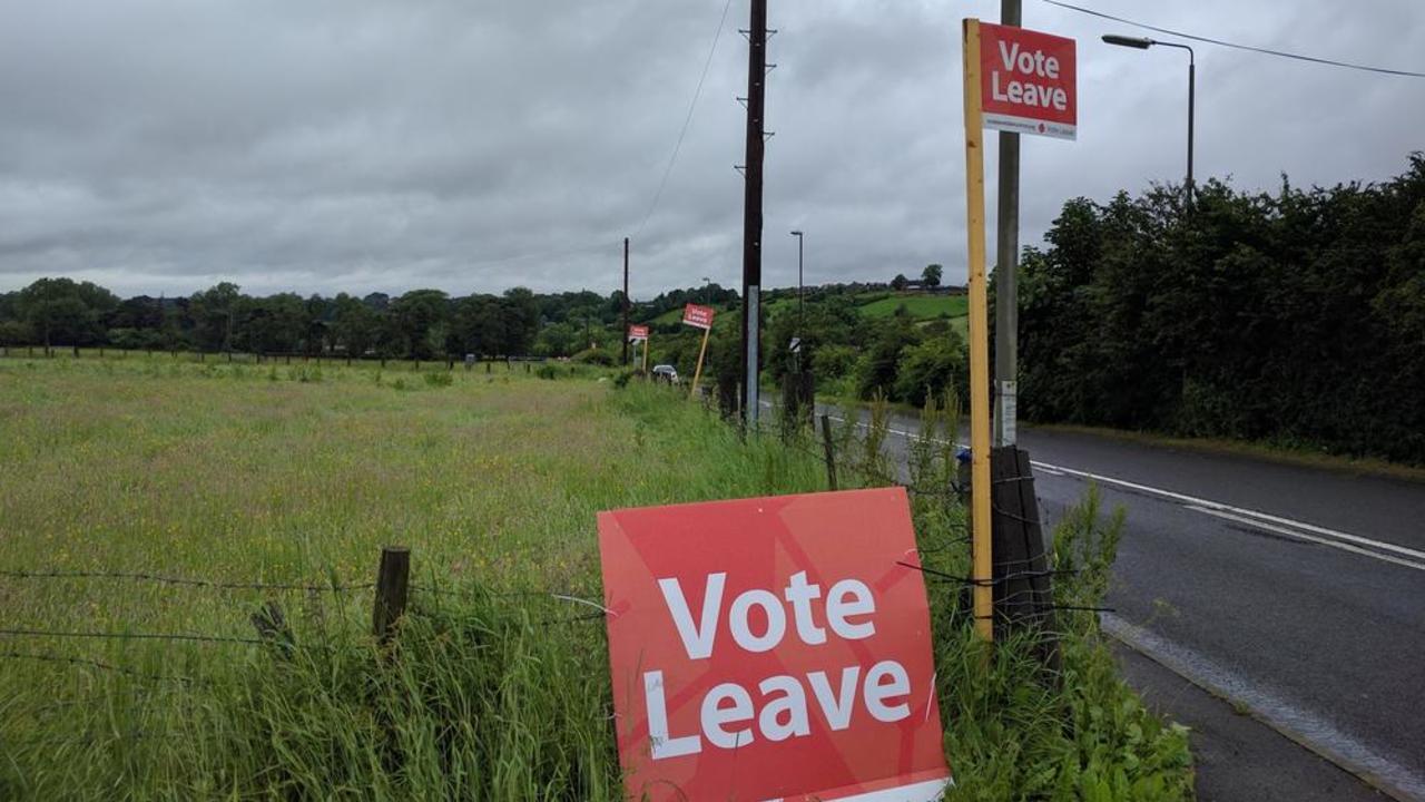 Kampanjorganisationen Vote Leave som frontades av Boris Johnson, tills nyligen Storbritanniens utrikesminister, bötfälls och har polisanmälts.