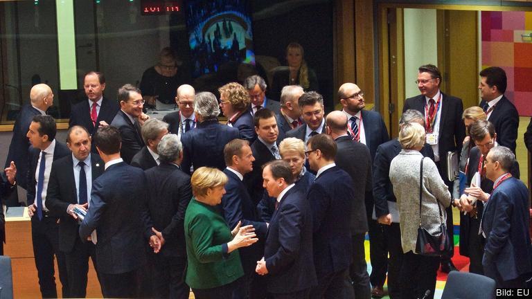 Statsminister Stefan Löfven i samtal med andra stats- och regeringschefer. Arkivbild.