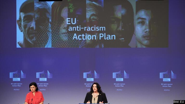 EU-kommissionärer Věra Jourová och Helena Dalli ansvarar för handlingsplanen mot rasism.