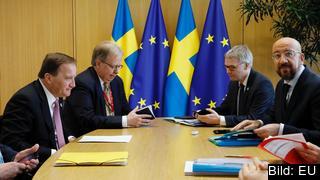 Statsminister Stefan Löfven (S) i samtal med Europeiska rådets ordförande Charles Michel under förra veckans EU-budgettoppmöte.