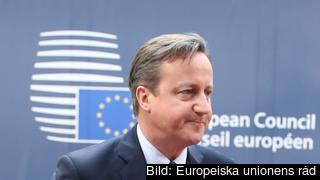 Den brittiske premiärministern David Cameron på väg in till EU-toppmötet.