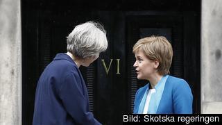 Storbritanniens premiärminister Theresa May träffar Skottlands förstaminister Nicola Sturgeon. Arkivbild.