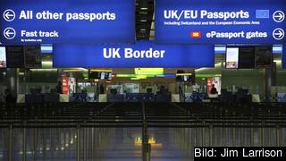 Det väntas ta längre tid för britter att resa in i EU och EU-medborgare att resa in i Storbritannien vid ett avtalslöst brexit. Arkivbild.