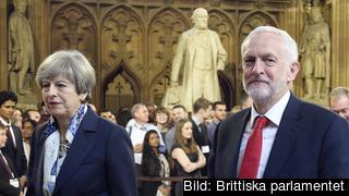 Theresa May ber oppositionsledaren Jeremy Corbyn om hjälp för att få stöd för utträdesavtalet ur EU. Arkivbild.