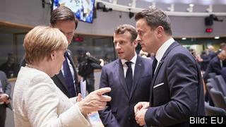 Fyra EU-ledare samtalar på torsdagens toppmöte. Tysklands Angela Merkel, Nederländernas Mark Rutte, Frankrikes Emmanuel Macron och Luxemburgs Xavier Bettel.