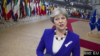 Storbritanniens premiärminister Theresa May på väg in till EU-toppmötet.