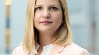 Europaparlamentariker Arba Kokalari (M) vill att Sverige, inför sitt EU-ordförandeskap 2023, driver på för att EU ska anta Istanbulkonventionen mot kvinnovåld.