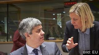 Finansminister Magdalena Andersson (S) talar med sin portugisiske kollega Mário Centeno. Arkivbild.