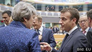 Storbritanniens premiärminister Theresa May i samtal med Frankrikes president Emmanuel Macron. Arkivbild.