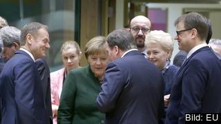 Tysklands förbundskansler Angela Merkel i samtal med bland annat statsminister Stefan Löfven. Arkivbild.