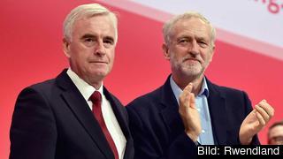 Ledande Labourpolitikerna John McDonnell och Jeremyn Corbyn.