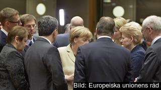 Stats- och regeringschefer samlade kring den tyska förbundskanslern Angela Merkel. Arkivild.