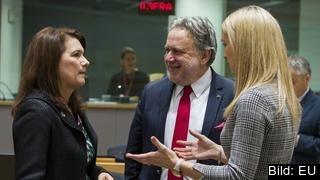 EU-minister Ann Linde (S) i samtal med sin grekiske och irländska kollega. Arkivbild.