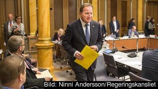 Statsminister Stefan Löfven (S) tågar in i riksdagens EU-nämnd för överläggningar inför EU-toppmöte.