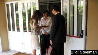 Jehovas vittnen knackar dörr i Portugal. Arkivbild.