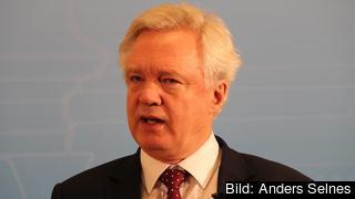 Storbritanniens brexitförhandlare David Davis anser att fler frågor måste upp på förhandlingsbordet samtidigt inte minst de framtida handelsrelationerna mellan EU och Storbritannien. Arkivbild.