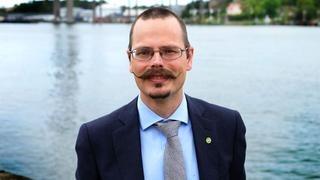 Europaparlamentariker Max Andersson (MP) menar att det bästa för Sverige när det gäller bankunionen är att stå utanför.