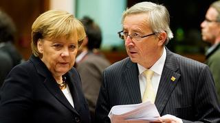 Tysklands förbundskansler Angela Merkel och den förre luxemburgske premiärministern Jean-Claude Juncker. Arkivbild.