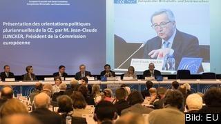 EU-kommissionens ordförande Jean-Claude Juncker talar i Ekonomiska och sociala kommittén där bland annat representanter från arbetsmarknadens parter finns. Arkivbild.