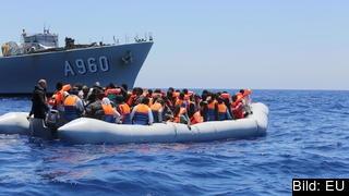 För att sätta stopp för att flyktingar dör på vägen till EU vill ett utskott att det införs visum för asylsökande.