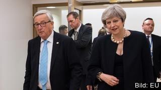 EU-kommissionens ordförande Jean-Claude Juncker och Storbritanniens premiärminister Theresa May vid ett tidigare möte. Arkivbild.