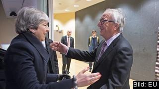 Storbritanniens premiärminister Theresa May och EU-kommissionens ordförande Jean-Claude Juncker inför fredagens möte.