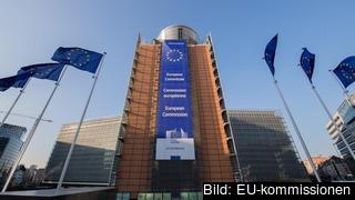 Omkring två tredjedelar av EU:s befolkning tycker att unionen bör få utökade befogenheter att hantera kriser.