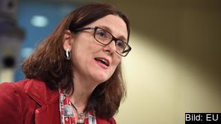 Handelskommissionären Cecilia Malmström säger att kommissionen är redo att förhandla ett avtal om industrivaror med USA.