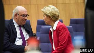 Phil Hogan i samtal med EU-kommissionens ordförande Ursula von der Leyen. Arkivbild.