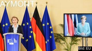 EU-kommissionens ordförande Ursula von der Leyen och den tyska förbundskanslern Angela Merkel på videolänk.