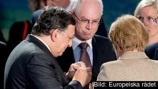 EU-kommissionens ordförande José Manuel Barroso, rådsordförande Herman van Rompuy och Tysklands regeringschef Angela Merkel i samtal 4 september 2014.