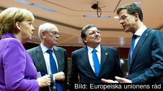 Angela Merkel, Herman Van Rompuy, José Manuel Barroso och Mark Rutte diskuterar under EU-toppmötet.