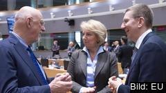 Sveriges EU-minister Hans Dahlgren (S) i samtal med kollegor från Kroatien och Lettland på tisdagens ministermöte i Bryssel.