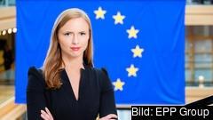 – Skarpt förslag på europeiska minimilöner väntas inom kort. Och oaktat alla garantier om att hänsyn ska tas till den nordiska lönebildningsmodellen så riskerar det innebära att Bryssel skadeskjuter den svenska partsmodellen, skriver  Sara Skyttedal (KD).