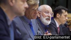 EU-kommissionär Frans Timmermans under torsdagens debatt i EU-parlamentets rättighetsutskott. Arkivbild.
