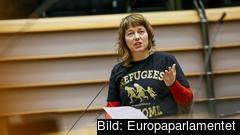 Malin Björk (V) argumenterade i debatt om flyktingssituationen att mänsklig solidaritet saknas.