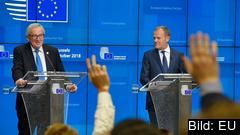 EU-kommissionens ordförande Jean-Claude Juncker och Europeiska rådets ordförande Donald Tusk i ett pressmöte efter EU-toppmötet.